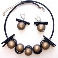 Кольє і сережки ручної роботи з дерев'яними намистинами